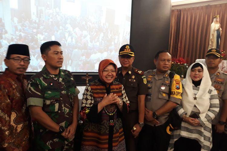 Wali Kota Surabaya Tri Rismaharini bersama fotkopimda memberikan sambutan di Gereja Katolik Santo Yakobus, Citraland, Surabaya, Jawa Timur, Selasa (24/12/2019) malam.