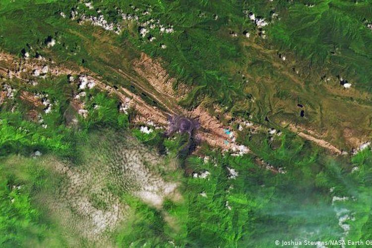 Pada 2017 bentangan gletser di Puncak Jaya terlihat menyusut drastis.