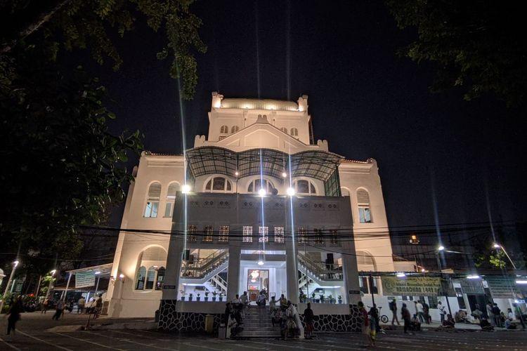Masjid Cut Meutia di Menteng, Jakarta Pusat, jelang ibadah shalat Isya dan Tarawih, Jumat (16/4/2021)