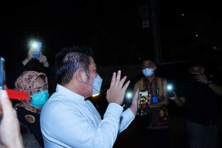 Gubernur Sumatera Selatan Herman Deru saat melakukan panggilan video call dengan Gubernur Jawa Barat Ridwan Kamil ketika mengirim bantuan oksigen sebanyak 85 ton utnuk membantu pasien Covid-19.