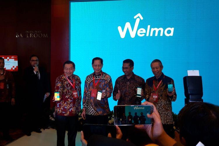 Direktur BCA Santoso, Presiden Direktur BCA Jahja Setiaatmadja, Dirjen Perbendaharaan Kemenkeu Andin Hadiyanto, dan Wakil Presiden Direktur BCA Suwignyo Budiman ketika meluncurkan aplikasi welath management WELMA di Jakarta, Selasa (8/10/2019).