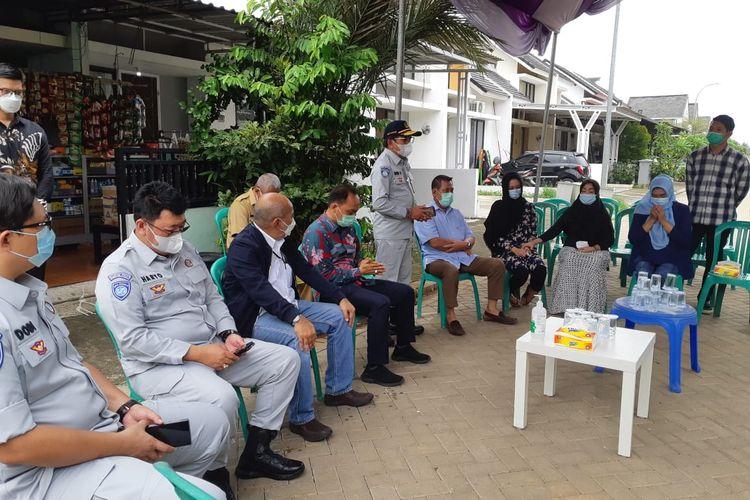 Jasa Raharja saat menyerahkan santunan kepada salah satu korban jatuhnya pesawat Sriwijaya Air atas nama Okky Bisma