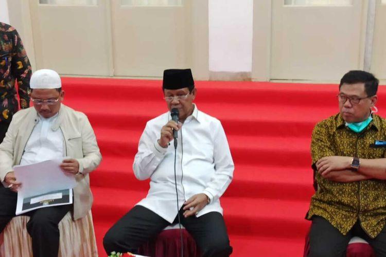 Setelah tiga pasien dinyatakan positif corona di Kepulauan Riau (Kepri), Plt Gubernur Kepri Isdianto menetapkan status tanggap darurat Covid-19, Kamis (19/3/2020)