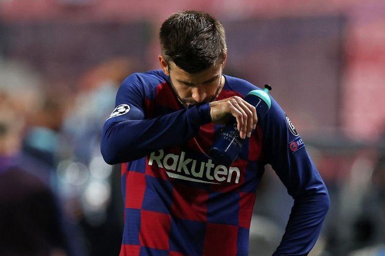 Bek Barcelona, Gerard Pique, bereaksi pada laga perempat final Liga Champions kontra Bayern Muenchen di Estadio Da Luz, Lisbon, pada Sabtu (15/8/2020) dini hari WIB.