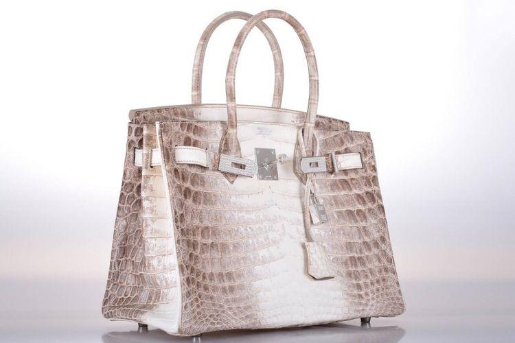 Tas buatan Hermes dengan seri Birkin Himalaya memecahkan rekor sebagai tas tangan termahal dalam lelang Christies di Hong Kong