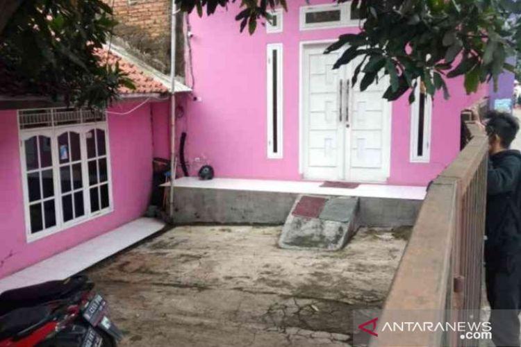 Kediaman tersangka Riska Afriani di RT 6/3 Desa Sukamahi, Kecamatan Cikarang Pusat, Kabupaten Bekasi nampak sepi usai penangkapan yang dilakukan petugas kepolisian.