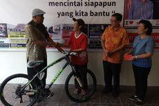 Kayuh Sepeda Onthel Sejauh 276 Kilometer untuk Kembalikan Dompet, Afuk Dapat Hadiah