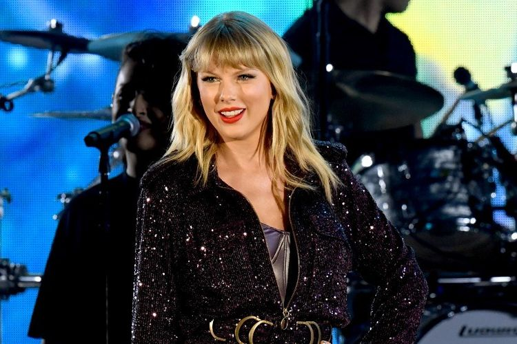 Penyanyi Taylor Swift tampil di panggung 7th Annual We Can Survive, yang dipersembahkan oleh AT&T di The Hollywood Bowl, Los Angeles, pada 19 Oktober 2019.