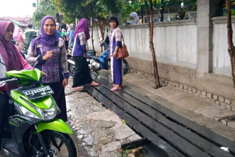 Lokasi depan SD 009 Jalan KS Tubun Dalam, Kecamatan Samarinda Ulu, Kota Samarinda, Kalimantan Timur, Kamis (21/11/2019).