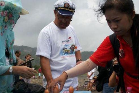 Gelombang Tinggi Warnai Perayaan Peh Cun di Parangtritis