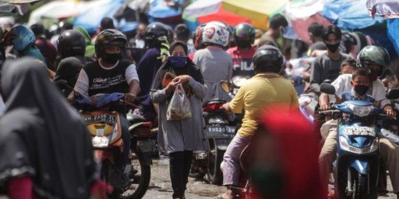 Sejumlah warga memadati kawasan Pasar Besar di Palangkaraya, Kalimantan Tengah.