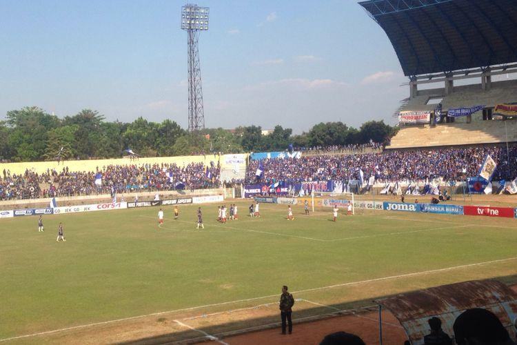 Laga antara PSIS Semarang versus  Persis Solo di Jatidiri, Semarang, Senin (21/8/2017)