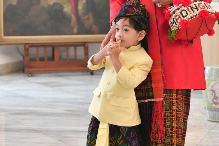 Cucu Presiden Joko Widodo, Jam Ethes, saat menghadiri perayaan HUT ke-74 RI di Istana Merdeka, Sabtu (17/8/2019).