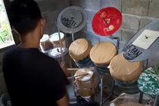 Melihat Gaya Deden Noy Tabuh Drum dari Barang Bekas, Bawakan Lagu