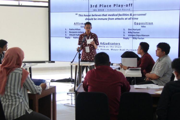 UI menjadi juara Kompetisi Nasional Debat dan Simulasi Roleplay Hukum Humaniter Internasional yang diselenggarakan Komite Internasional Palang Merah (ICRC) bekerja sama Fisip UGM (18-19/8/2018).