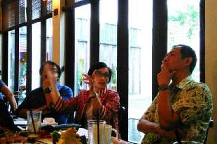 Direktur Eksekutif Yayasan Danamon Peduli, Restu Pratiwi (tengah) dalam diskusi dengan media di Resto Seribu Rasa Menteng, Jakarta, Selasa (1/11/2016).