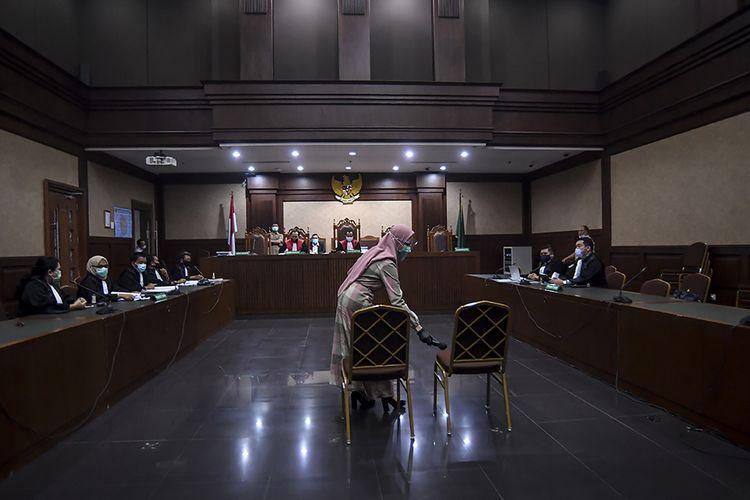 Terdakwa kasus suap pengurusan pengajuan fatwa Mahkamah Agung (MA) untuk membebaskan Djoko Tjandra, Pinangki Sirna Malasari, mengikuti sidang perdana di Pengadilan Negeri Jakarta Pusat, Rabu (23/9/2020). Sidang tersebut beragendakan pembacaan dakwaan dalam kasus dugaan suap dan tindak pidana pencucian uang (TPPU) oleh pihak Jaksa Penuntut Umum.