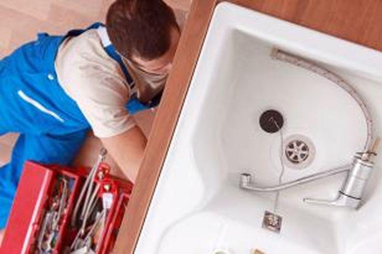 Keempat, ketahui saluran air dan pipa-pipa di rumah Anda. Pipa yang bocor bisa mengakibatkan masalah serius dan mengeluarkan biaya mahal.