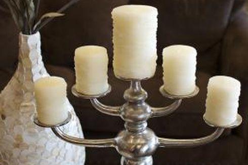 Buat Apa Beli Wadah Lilin Baru? Simak Trik Membersihkannya!