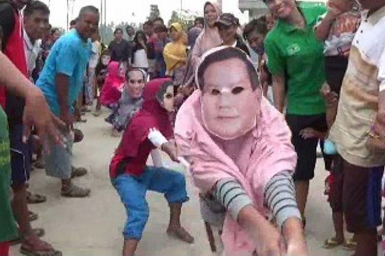 Capres Jokowi dan Prabowo lomba tarik tambang sambut hut proklamasi RI ke 73