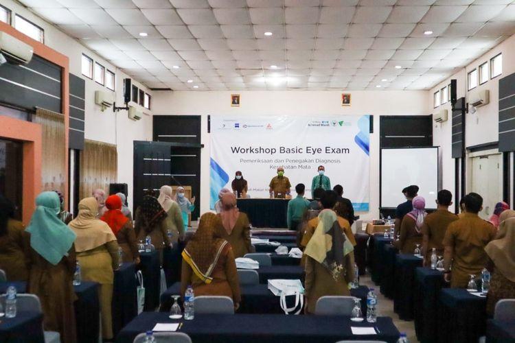 Sejumlah petugas kesehatan mengikuti Workshop Pemeriksaan Mata Dasar di Wilayah Kota Serang.