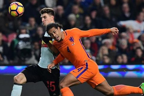 Virgil van Dijk Bela Joe Gomez yang Dicemooh Suporter Inggris