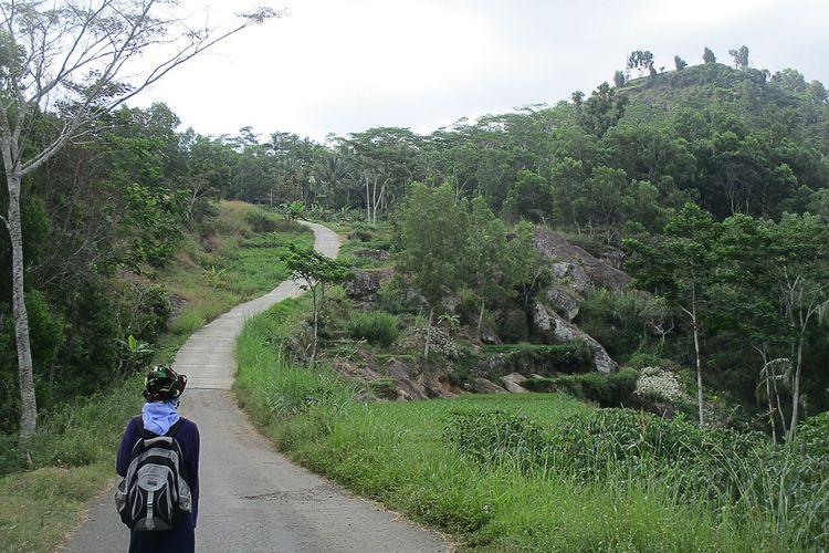 Pemandangan menuju Embung Gunung Panggung