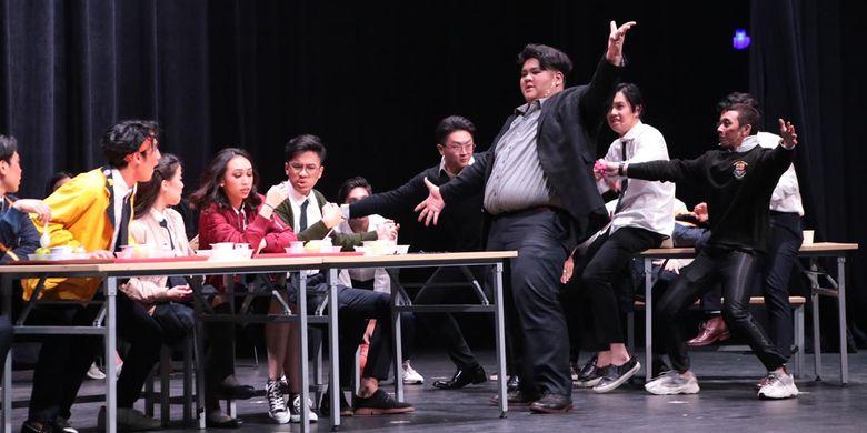 Binus School Simprug menggelar pertunjukan drama musikal yang dilakoni siswa dari jenjang TK hingga SMA mengangkat judul Superego di Jakarta (12/4/2019).