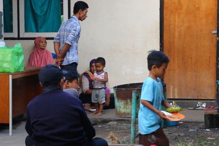Lombok Timur, Kompas.Com inilah suasana di pengungsian jemaat ahmadiyah di Selong Lombok Timur