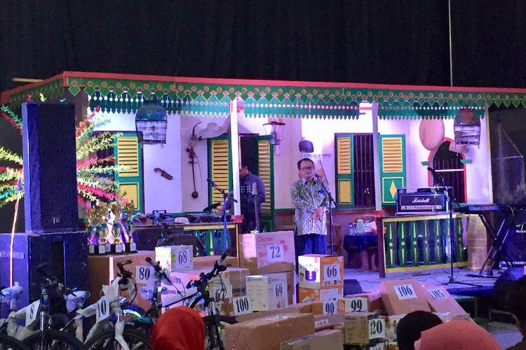 Pada puncak acara milad ke-64, Senin (23/11/2019) malam, Hall Badminton UMJ disulap menjadi kampung Betawi dengan tata dekor rumah khas Betawi.
