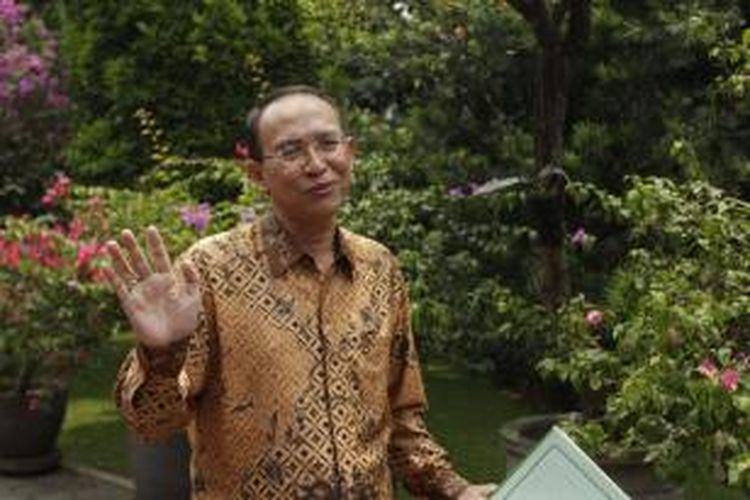 Suryadharma Ali saat tiba di kediaman pribadi Presiden Susilo Bambang Yudhoyono, di Puri Cikeas, Kabupaten Bogor, Jawa Barat, Kamis (13/10/2011).
