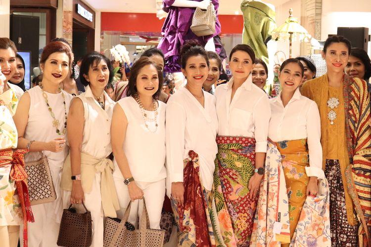 Peragaan busana acara Sustainable Batik Day yang digelar Galeries Lafayette Jakarta dan Bank BRI di mal Pacific Place Jakarta (25/9).