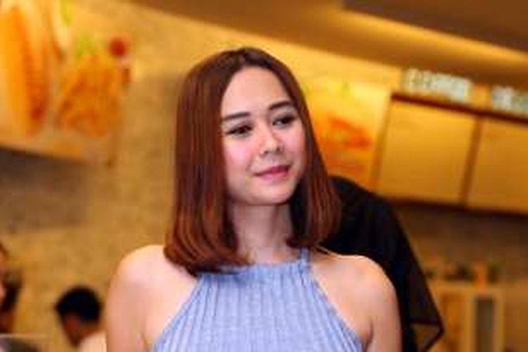 Aura Kasih hadir dalam gala premier film 'Romansa Gending Cinta di Tanah Turki', di XXI Epicentrum, Kuningan, Jakarta Selatan, Senin (7/3/2016).