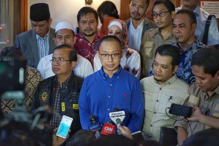 Sekjen Partai Amanat Nasional (PAN) Eddy Soeparno seusai pertemuan dengan Tim Hukum dan Advokasi Badan Pemenangan Nasional (BPN) pasangan Prabowo Subianto-Sandiaga Uno di rumah pemenangan PAN, Jalan Daksa, Jakarta Selatan, Senin (8/10/2018).