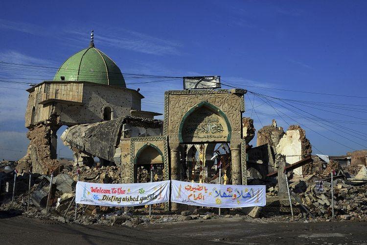 Beginilah kondisi masjid raya Al-Nuri, Mosul yang dihancurkan ISIS tahun lalu. Pemerintah Irak kini membangun kembali masjid yang bersejarah itu.