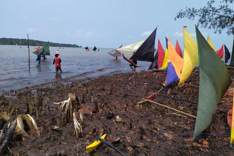Perahu Jong merupakan permainan tradisional masyarakat pulau terdepan yang ada di pesisir Kepulauan Riau (Kepri). Tidak saja sebagai permainan tradisional, perahu Jong juga termasuk olahraga.