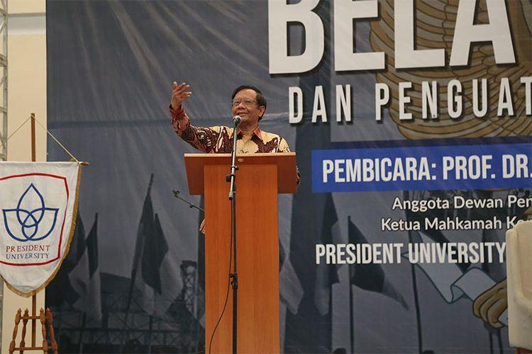 Mahfud MD dalam sesi kuliah tamu ?Bela Negara dan Penguatan Nilai Pancasila?, pada 17 Oktober 2019. (Dok. President University)