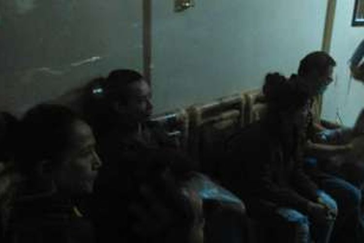 Reza Artamevia dan tujuh orang lain dilimpahkan ke Polda NTB.