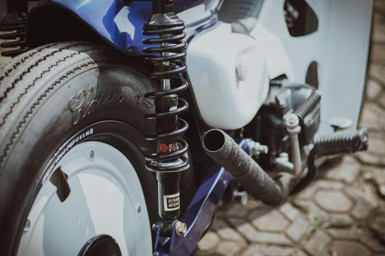 Motor custom Honda Astrea Prima bergaya streetcub garapan Rainbow Moto Builder