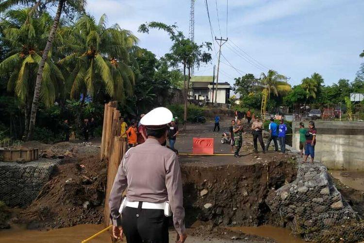 Kondisi jembatan Selengan, Lombok Utara yang terputus