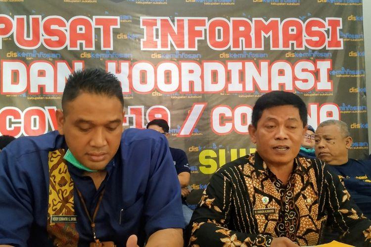Kepala Dinas Kesehatan Kabupaten Sukabumi Harun Al-Rasyid (kanan) saat konperensi pers di Sukabumi, Jawa Barat, Jumat (20/3/2020).
