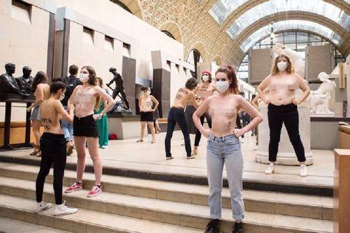Pengunjung Dilarang Masuk karena Belahan Dada, 20 Aktivis Ini Protes secara