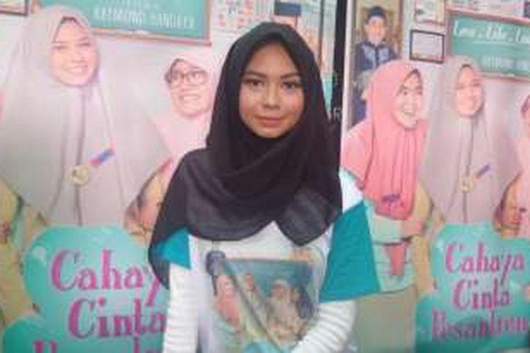 Yuki Kato diabadikan usai konferensi pers film Cahaya Cinta Pesantren di Epicentrum Walk, Jakarta Selatan, Senin (9/1/2017).