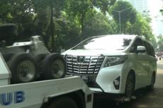 Razia Parkir Liar di Kebayoran Baru, Mobil Alphard Ikut Diderek