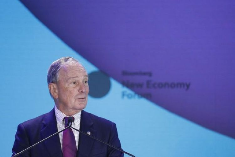 Mantan Wali Kota New York yang juga bakal capres Demokrat menyampaikan pidato membuka Bloomberg New Economy Forum di Hotel Capella, Singapura, Selasa pagi (6/11/2018)