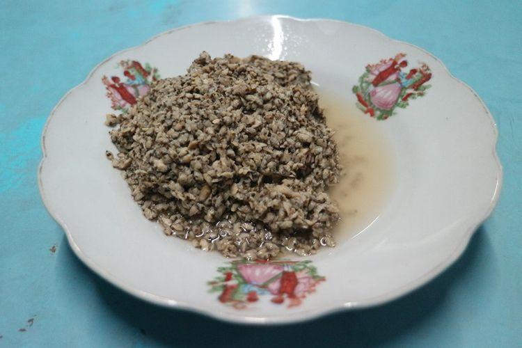 Kupang yang telah direbus di Warung Lontong Kupang Bu Ning di bilangan Pasar Keraton, Pasuruan, Jawa Timur, Selasa (5/6/2018). Kupang merupakan salah satu hewan laut yang biasa diolah menjadi makanan khas Pasuruan seperti lontong kupang.