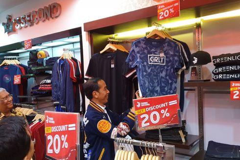 Blusukan ke Mall di Kendari, Jokowi Beli Kaus Diskon