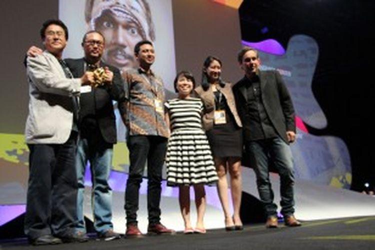 Tim yg mewakili Hakuhodo Indonesia di panggung Cannes Lions International, Cannes, Perancis.
