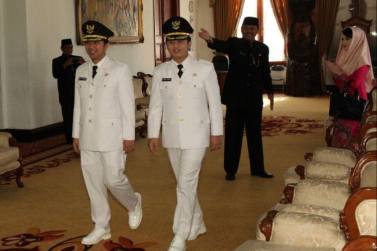 Bupati Trenggalek Emil Dardak bersama Wakil Bupati Trenggalek Mochammad Nur Arifin Saat pelantikan Bupati dan Wakil Bupati Di Surabaya silam