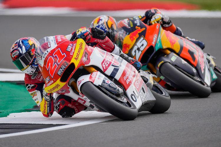 Pebalap Federal Oil Gresini Moto2 (FOGM2), Fabio Di Giannantonio, saat balapan pada Moto2 Inggris 2021